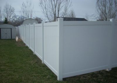 vinyl-fence-by-custom-fence-co-1