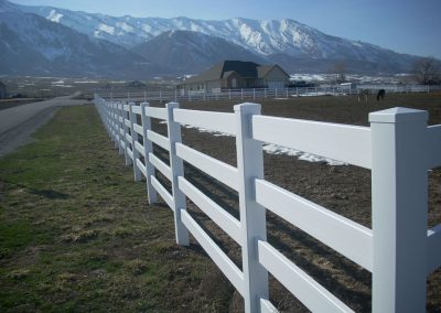 vinyl-fence-by-custom-fence-co-2